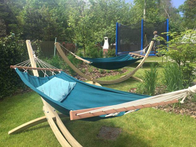 hamaki trampolina grill w ogrodzie