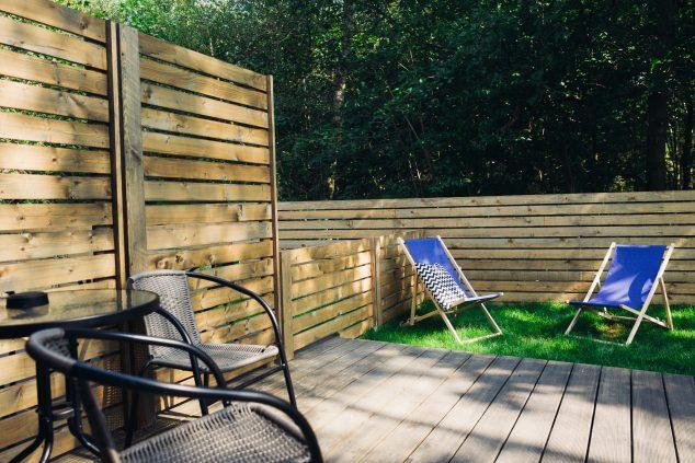 samodzielny ogród taras leżaki